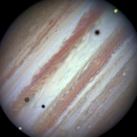 Wow!_Hubble_Telescope_Sees_Rare-50160399615a688bace05d9a63e4be48